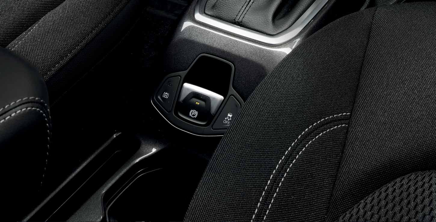 /content/dam/jeep/crossmarket/jeep-phev-3/interiors/feature-banner/JEEP-renegade-4xe-interni-tab-04_ECOASTING-desktop-FeatureHeroBanner-1450x740.jpg